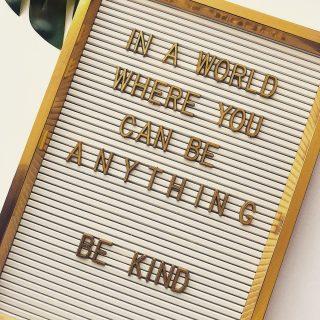 Little reminder: spread kindness  #sojawas #soywax #sojakaarsen #sojakaars #vegankaarsem #ecofriendly #vegan #geurkaars #geurkaarsen #scentedcandles #fika #hygge #hyggelife #duurzaam #duurzamekaarsen #crueltyfree #woodwick