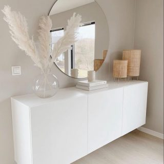 Love the simplicity   #interieurinspiratie #minimalistischwonen #pampasgras #mirrormirror #koffietafelboeken #donderdag #licht #woonkamerinspiratie #easyinterieur #rustiginterieur #skiphetalgoritme