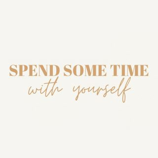 Wat zijn jouw plannen op deze extra vrije dag?  Hier zijn een aantal tips om vandaag lief voor jezelf te zijn: * Een dag offline van social media 📵 * Houd een Spa-dag @ home 🧖🏻♀️  * Kijk je favoriete film/serie 🍿  * Lees een goed boek 📖  * Maak een wandeling 🚶🏼♀️  * Wees creatief 🖼 * Kook je favoriete maaltijd 🍝 * Neem tijd voor je gevoelens🧘🏻♀️ * Luister een podcast 🎧 * Ruim je omgeving op 🧺 *   #geurkaarsen  #vegankaarsen #geurkaars #sojawas #vegan #handgemaakt #geurkaarsenliefhebbers #handmade #handpouredsoycandles #soywax #candlelove #candlemaking #manifestation #duurzaam #candleaddict